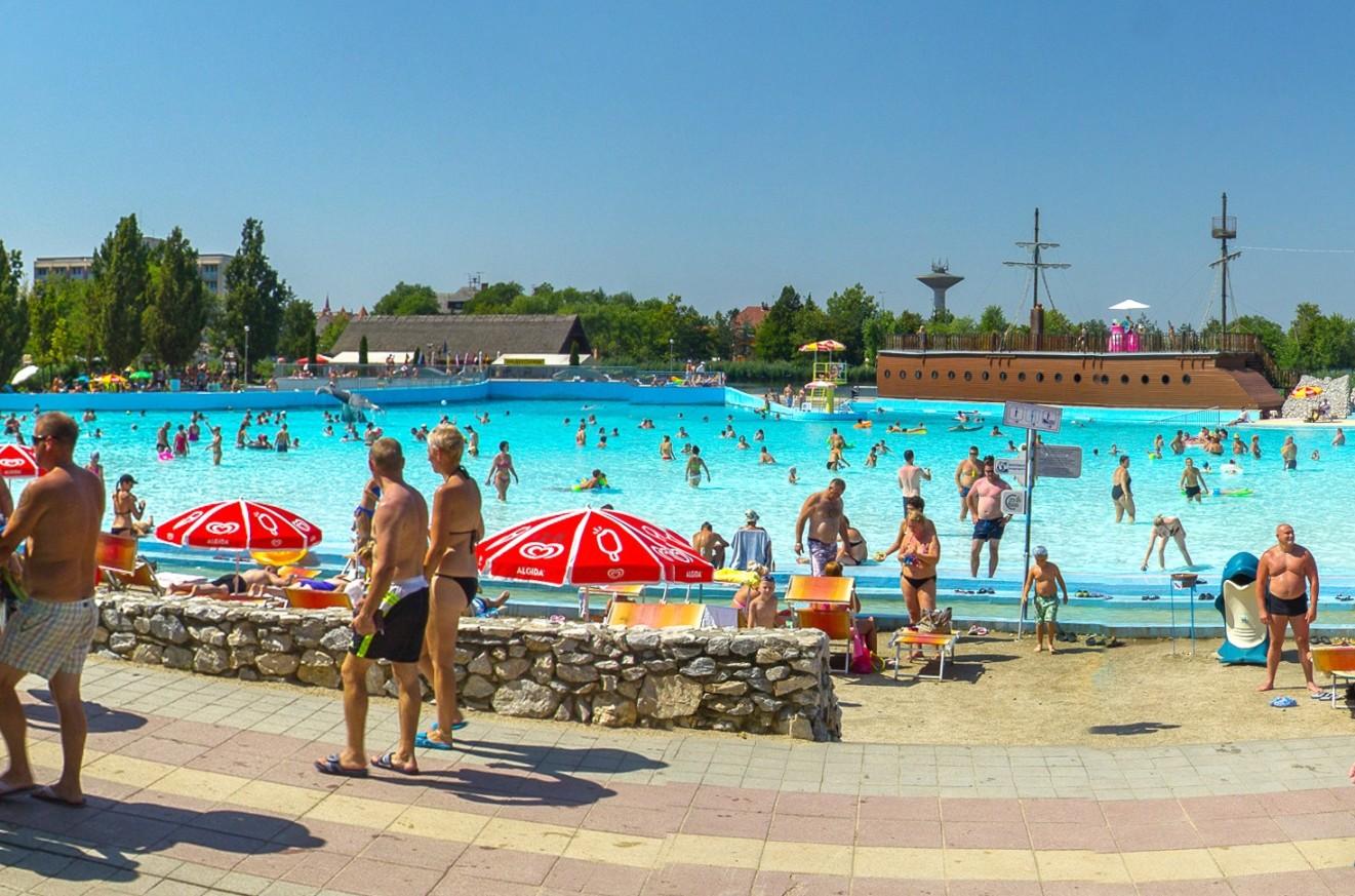 Hungarospa mediterrán tengerpart medence