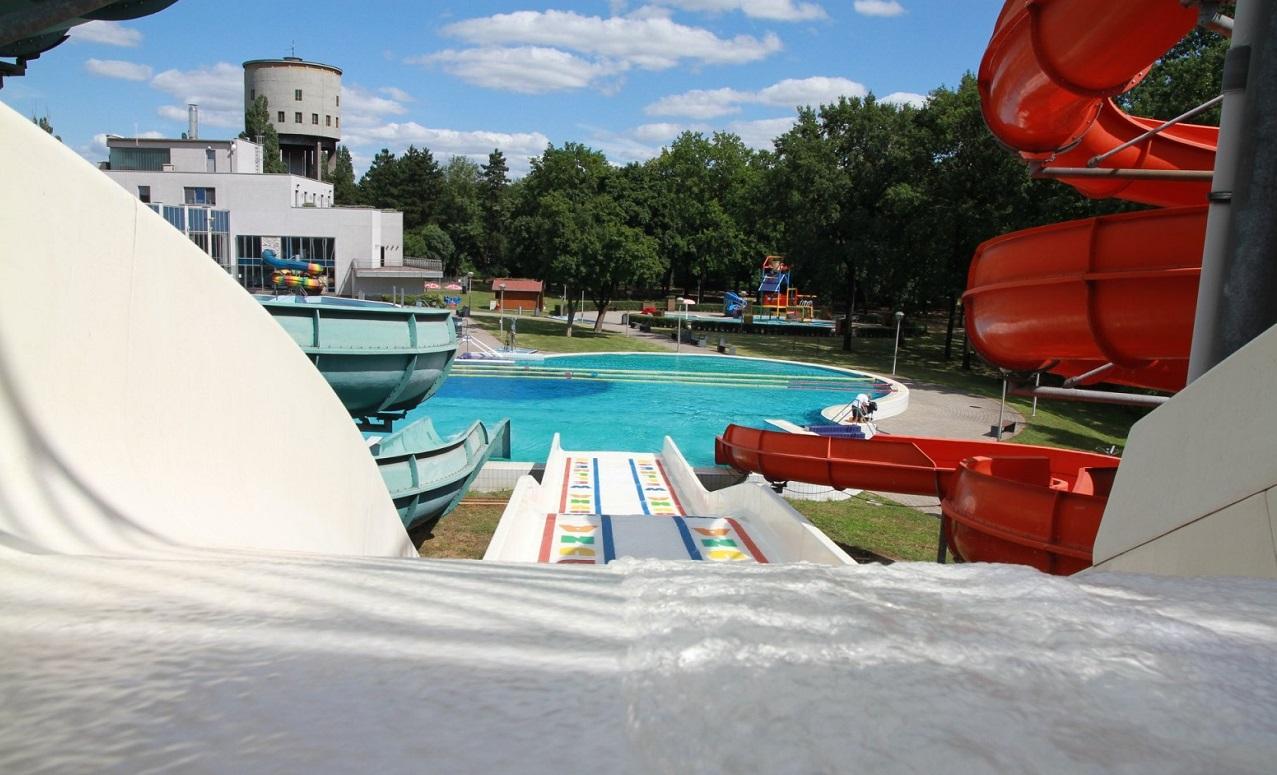 Dunaújváros élményfürdő csúszda