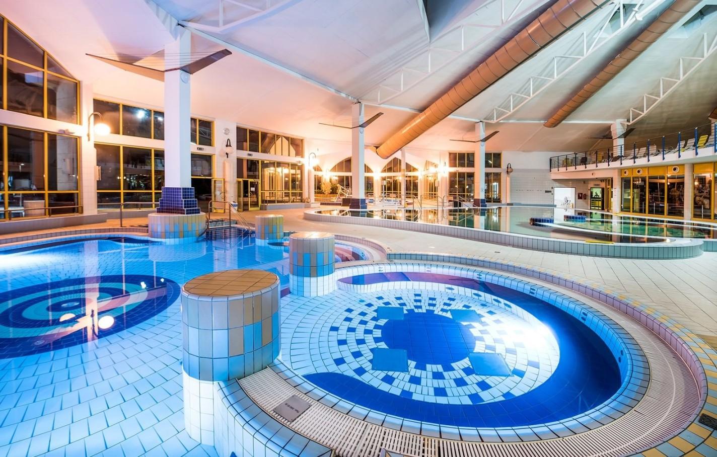 Sárvár termálfürdő medencecsarnok
