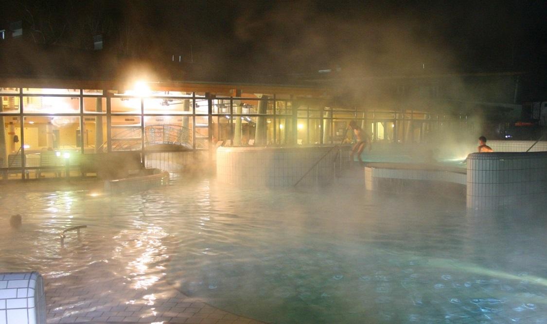 Pápa termálfürdő éjszakai fürdőzés