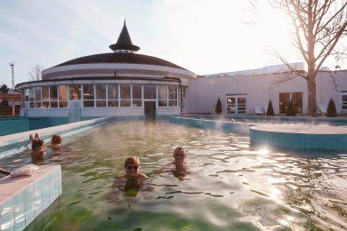 Rövid szünet után újranyit az Aquacinema fürdő
