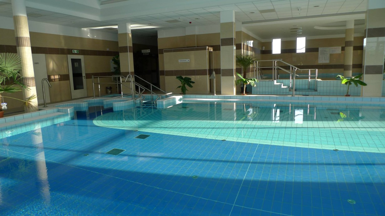 Nagykáta fürdő medence